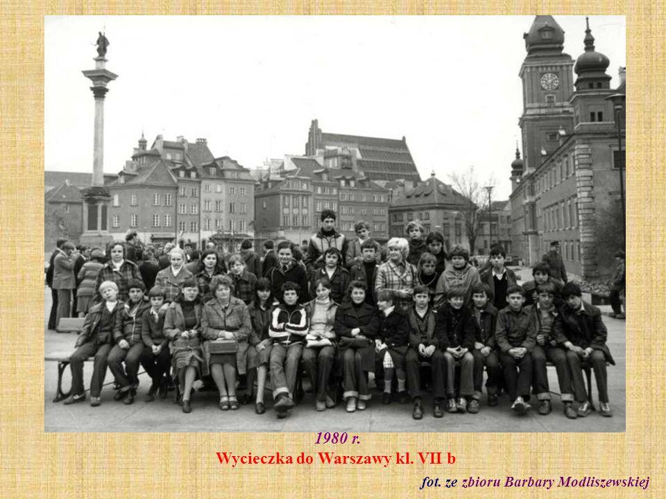 1980 r. Wycieczka do Warszawy kl. VII b