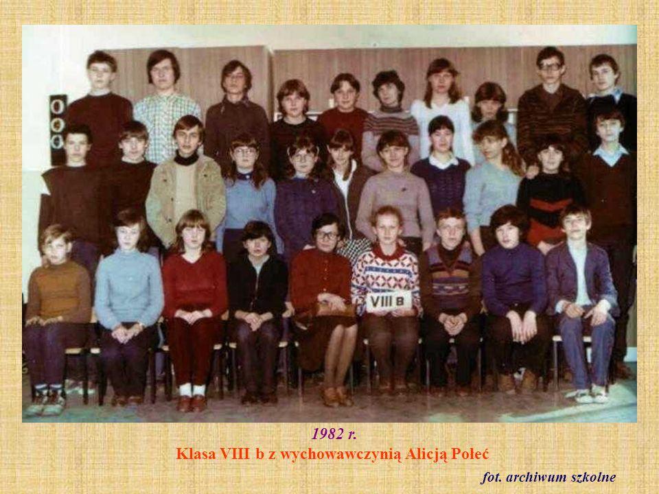 1982 r. Klasa VIII b z wychowawczynią Alicją Połeć