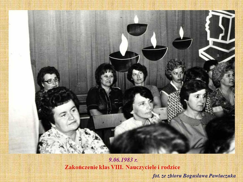 9.06.1983 r. Zakończenie klas VIII. Nauczyciele i rodzice