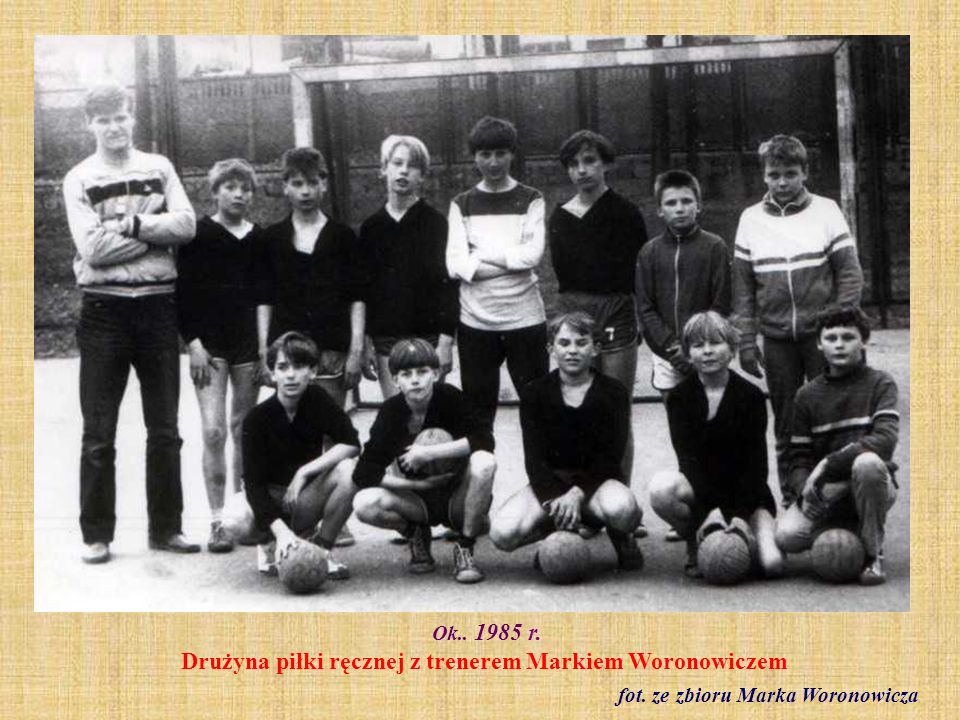 Ok.. 1985 r. Drużyna piłki ręcznej z trenerem Markiem Woronowiczem