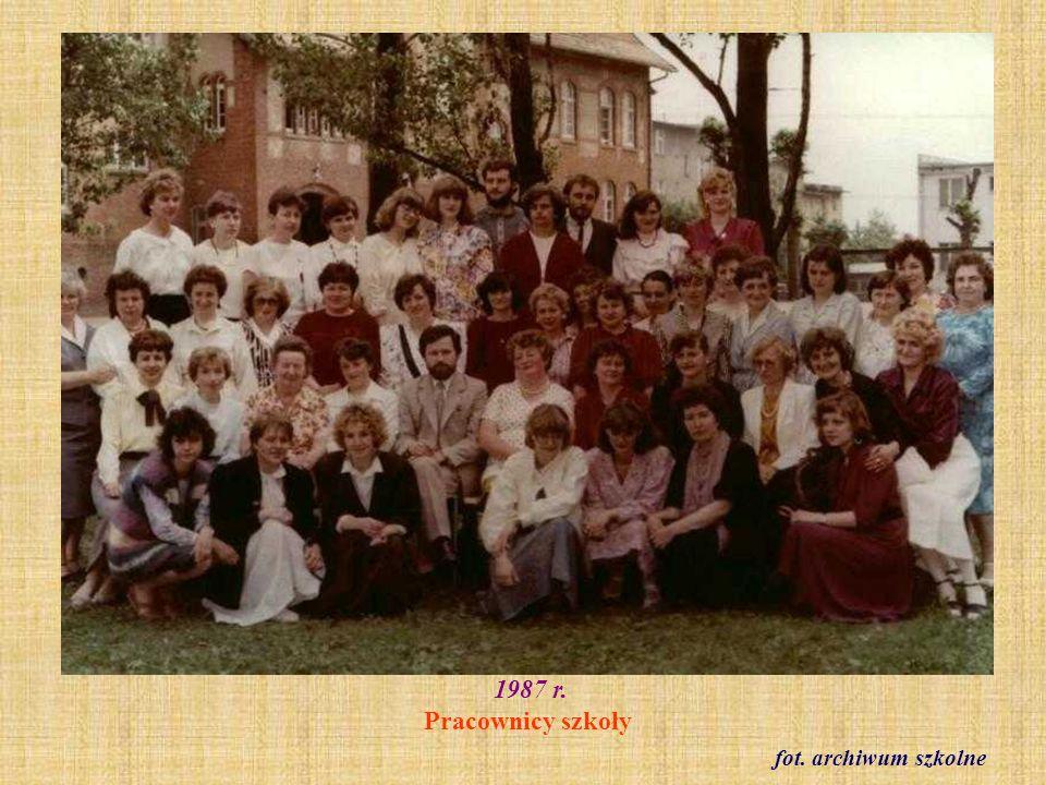1987 r. Pracownicy szkoły fot. archiwum szkolne