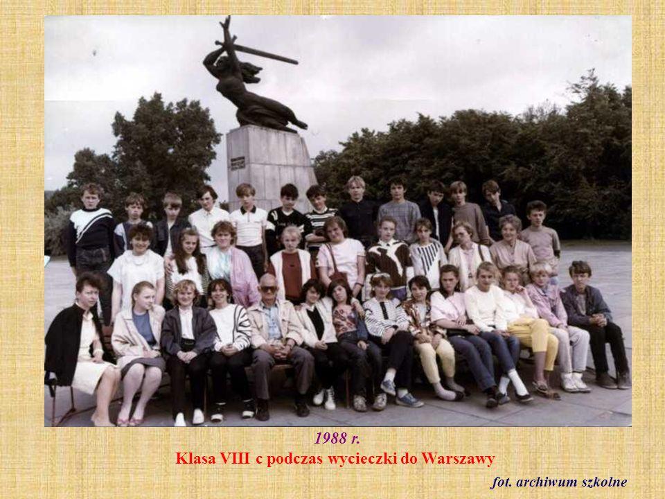 1988 r. Klasa VIII c podczas wycieczki do Warszawy