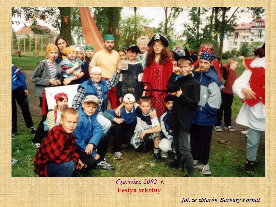 Czerwiec 2002 r. Festyn szkolny fot. ze zbiorów Barbary Fornal