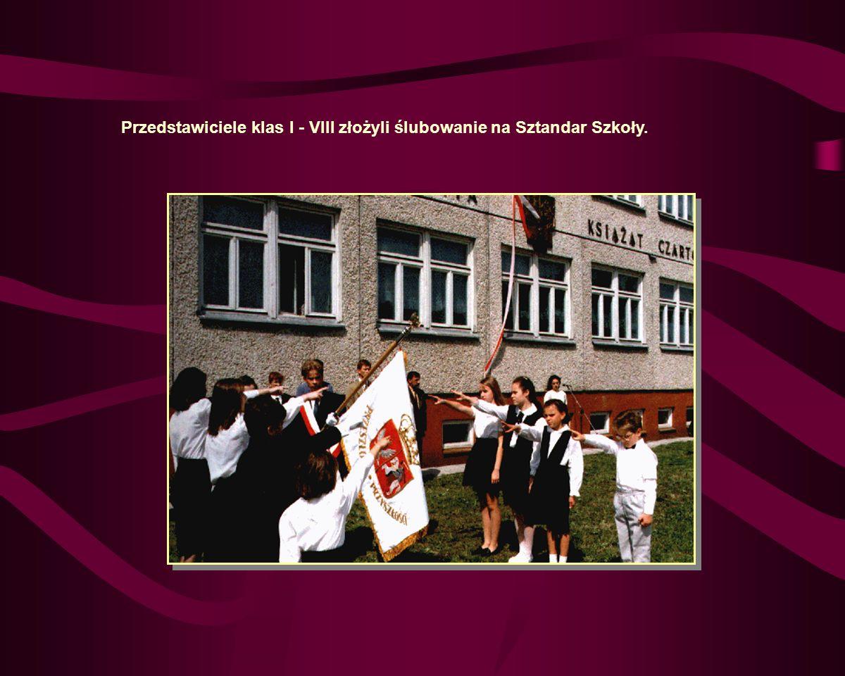 Przedstawiciele klas I - VIII złożyli ślubowanie na Sztandar Szkoły.