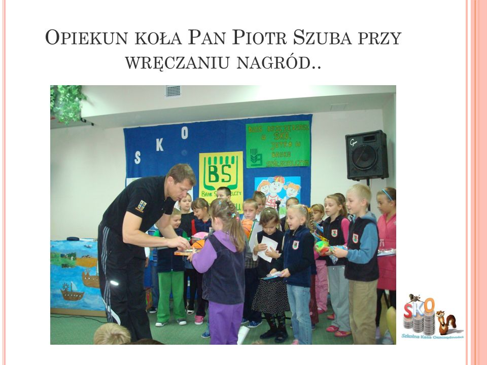 Opiekun koła Pan Piotr Szuba przy wręczaniu nagród..