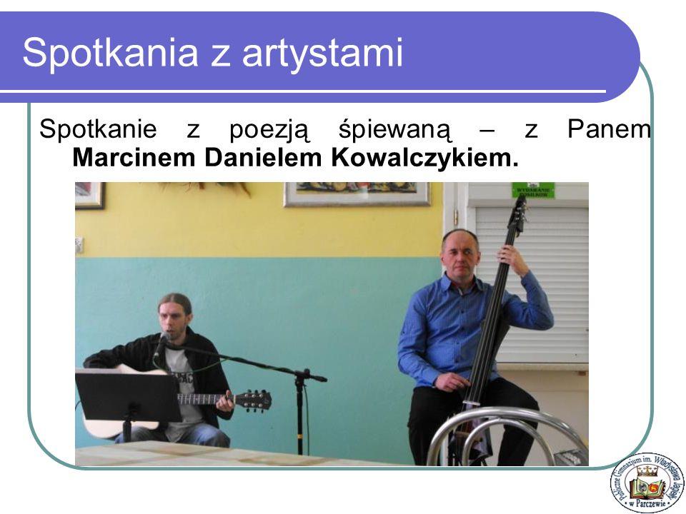 Spotkania z artystami Spotkanie z poezją śpiewaną – z Panem Marcinem Danielem Kowalczykiem.