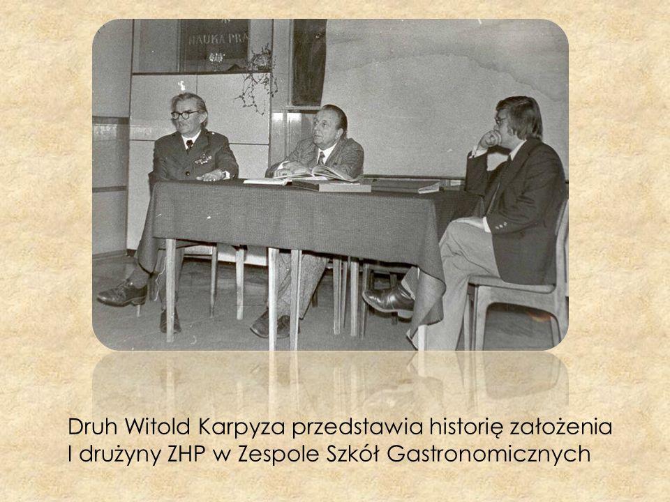 Druh Witold Karpyza przedstawia historię założenia I drużyny ZHP w Zespole Szkół Gastronomicznych