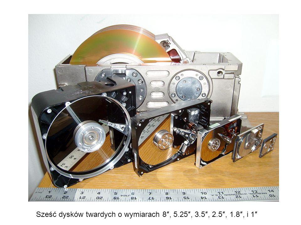 Sześć dysków twardych o wymiarach 8″, 5.25″, 3.5″, 2.5″, 1.8″, i 1″