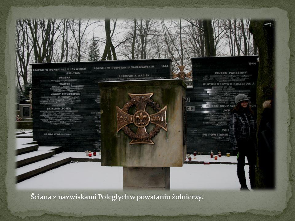 Ściana z nazwiskami Poległych w powstaniu żołnierzy.