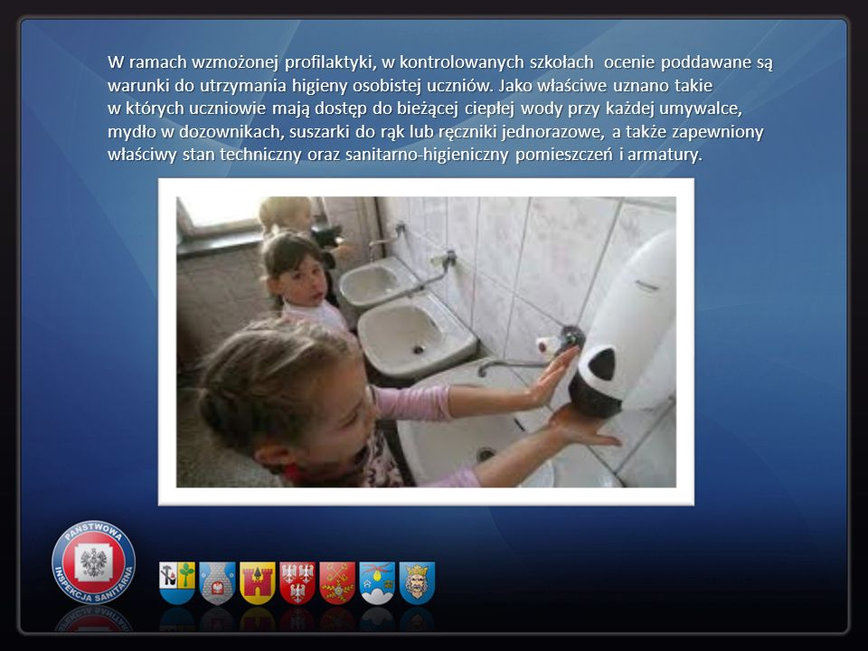 W ramach wzmożonej profilaktyki, w kontrolowanych szkołach ocenie poddawane są warunki do utrzymania higieny osobistej uczniów.