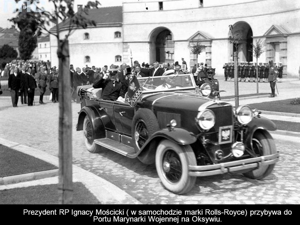 Prezydent RP Ignacy Mościcki ( w samochodzie marki Rolls-Royce) przybywa do Portu Marynarki Wojennej na Oksywiu.