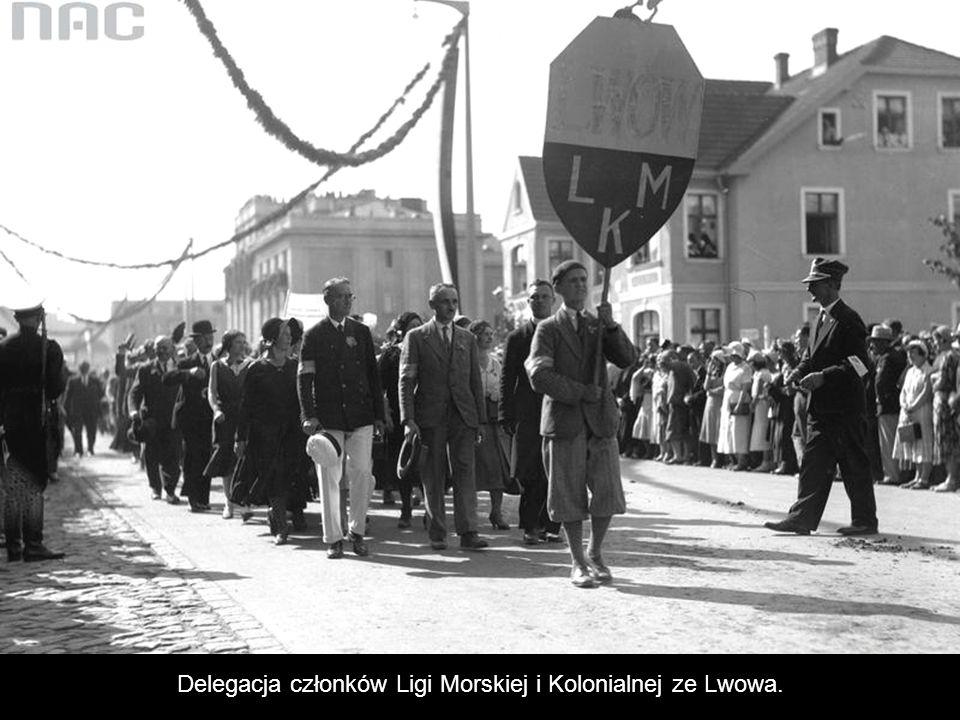 Delegacja członków Ligi Morskiej i Kolonialnej ze Lwowa.
