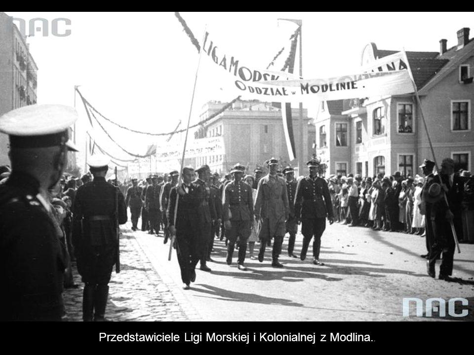 Przedstawiciele Ligi Morskiej i Kolonialnej z Modlina..