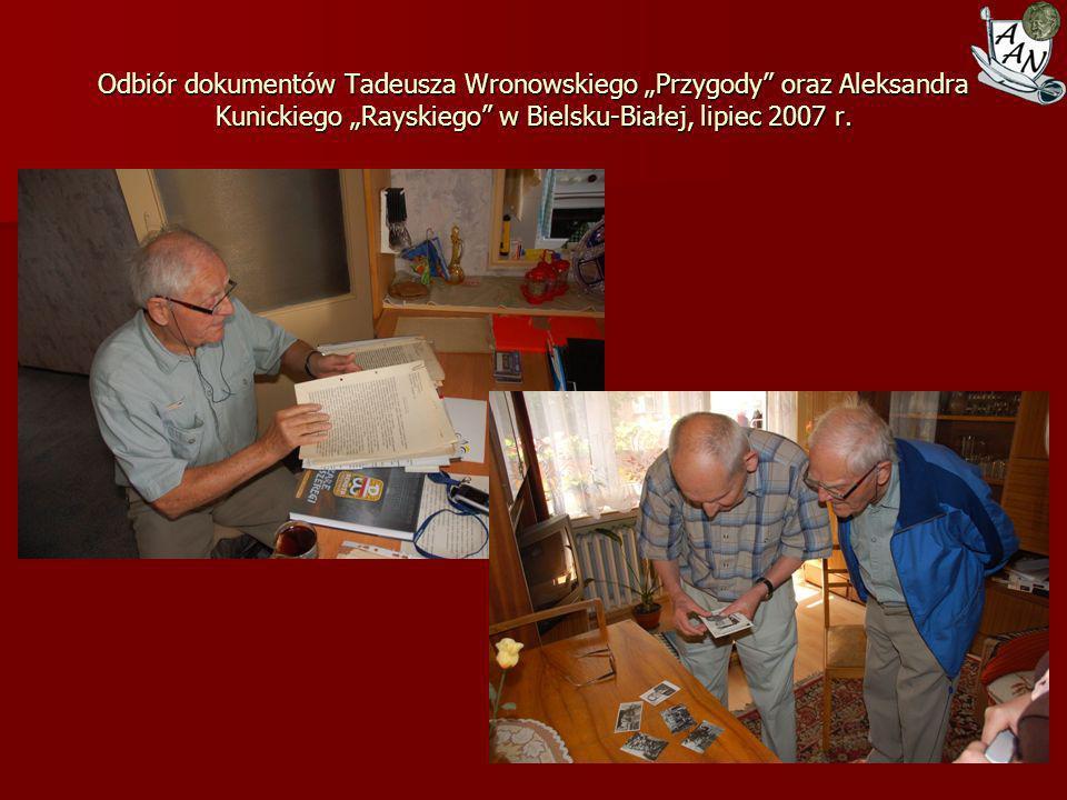 """Odbiór dokumentów Tadeusza Wronowskiego """"Przygody oraz Aleksandra Kunickiego """"Rayskiego w Bielsku-Białej, lipiec 2007 r."""
