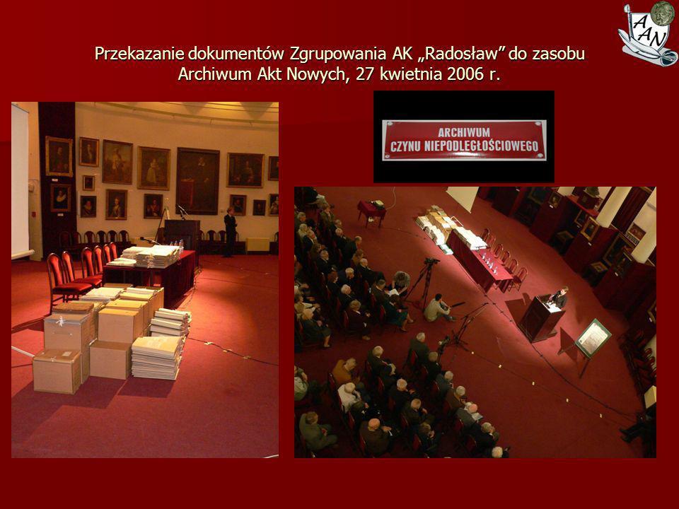 """Przekazanie dokumentów Zgrupowania AK """"Radosław do zasobu Archiwum Akt Nowych, 27 kwietnia 2006 r."""