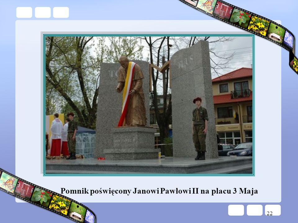 Pomnik poświęcony Janowi Pawłowi II na placu 3 Maja