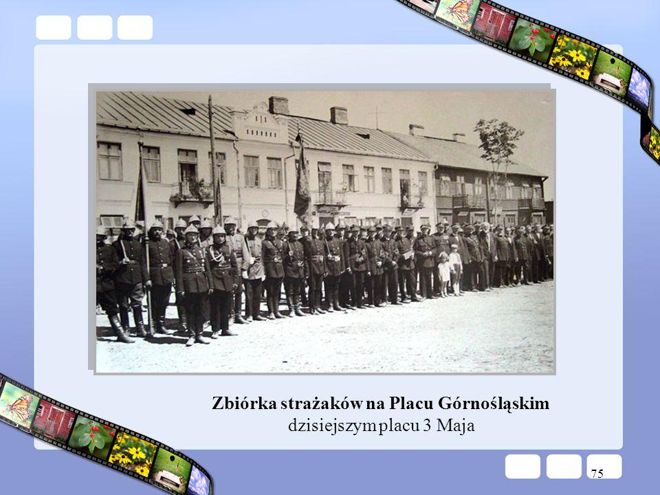 Zbiórka strażaków na Placu Górnośląskim dzisiejszym placu 3 Maja