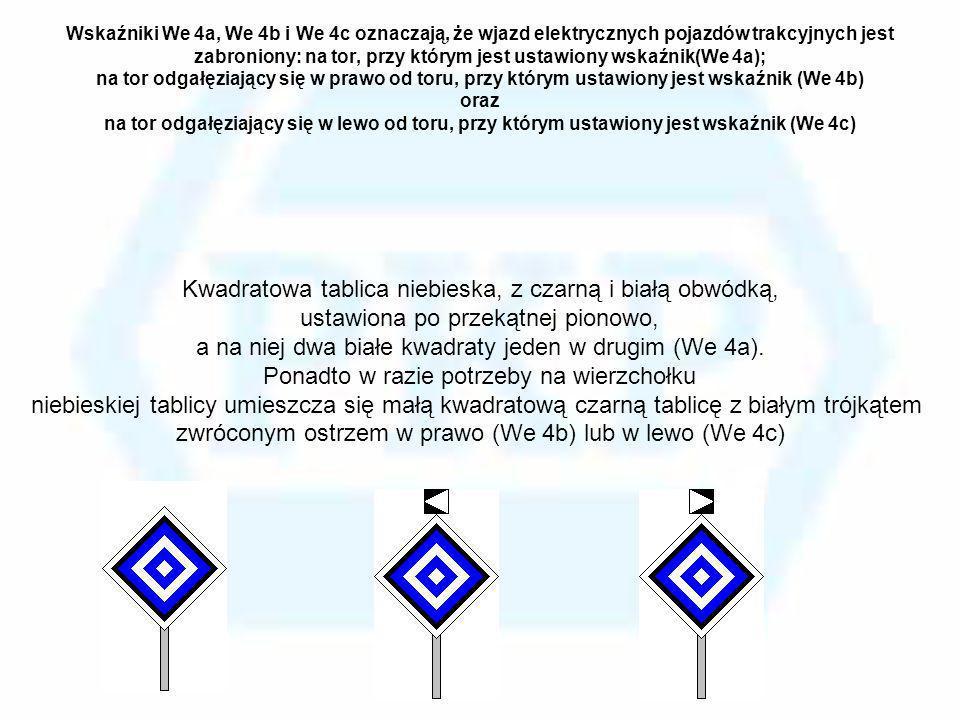 Kwadratowa tablica niebieska, z czarną i białą obwódką,