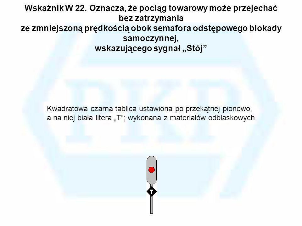 """Wskaźnik W 22. Oznacza, że pociąg towarowy może przejechać bez zatrzymania ze zmniejszoną prędkością obok semafora odstępowego blokady samoczynnej, wskazującego sygnał """"Stój"""