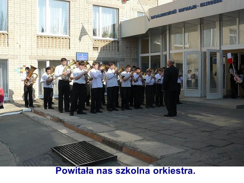 Powitała nas szkolna orkiestra.
