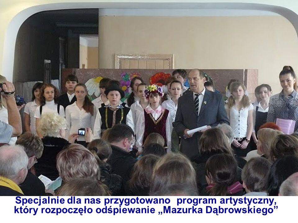 """Specjalnie dla nas przygotowano program artystyczny, który rozpoczęło odśpiewanie """"Mazurka Dąbrowskiego"""
