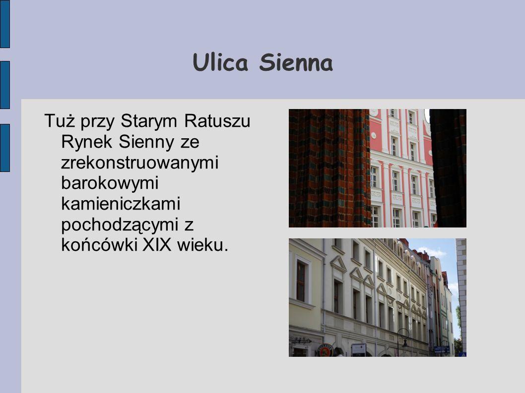 Ulica SiennaTuż przy Starym Ratuszu Rynek Sienny ze zrekonstruowanymi barokowymi kamieniczkami pochodzącymi z końcówki XIX wieku.