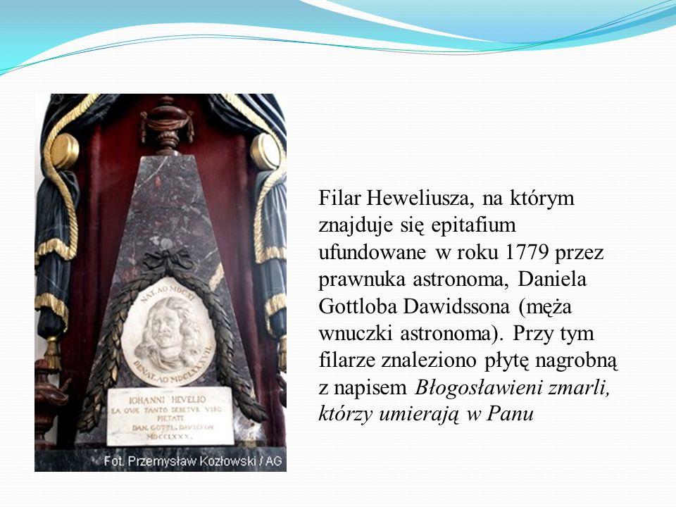 Filar Heweliusza, na którym znajduje się epitafium ufundowane w roku 1779 przez prawnuka astronoma, Daniela Gottloba Dawidssona (męża wnuczki astronoma).
