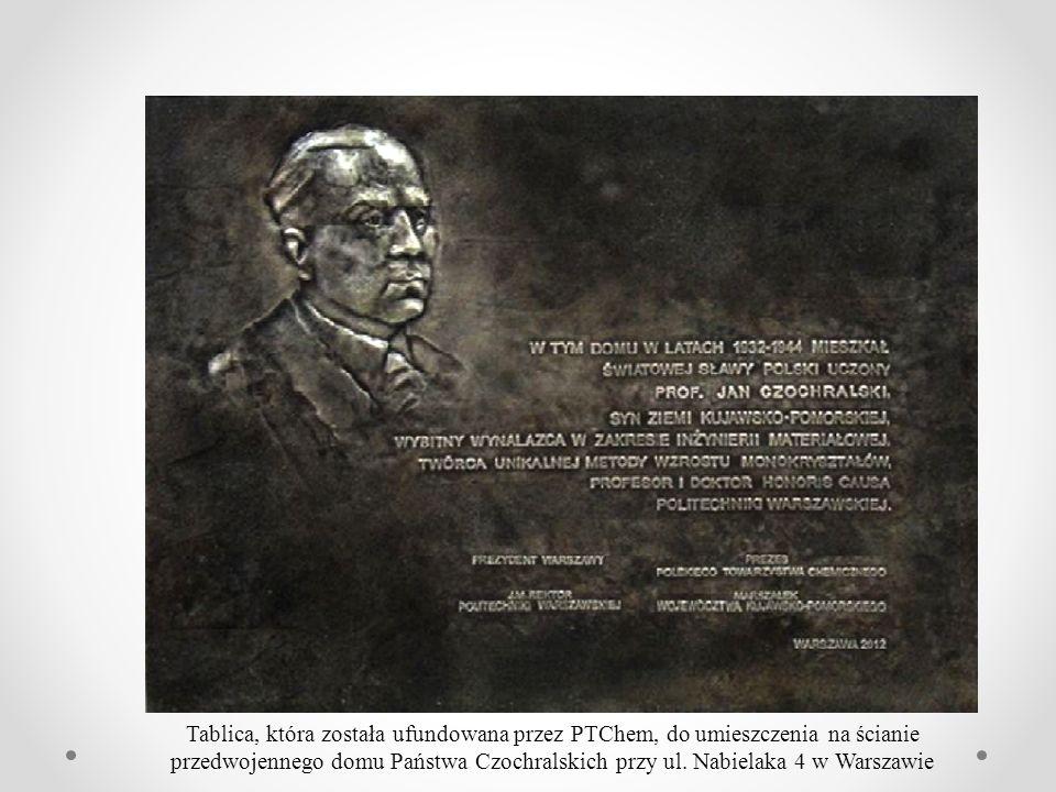 Tablica, która została ufundowana przez PTChem, do umieszczenia na ścianie przedwojennego domu Państwa Czochralskich przy ul.
