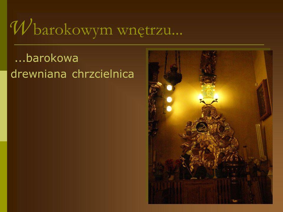 W barokowym wnętrzu... ...barokowa drewniana chrzcielnica