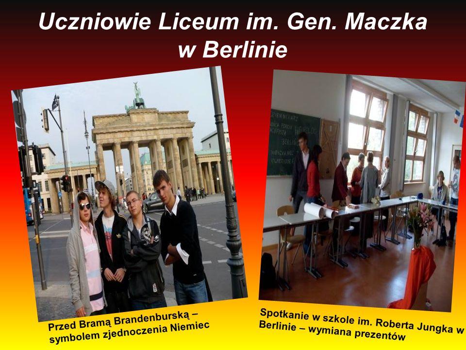 Uczniowie Liceum im. Gen. Maczka w Berlinie