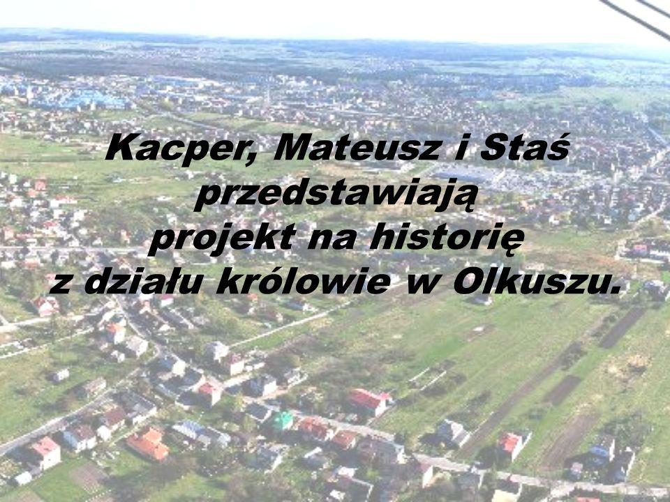 Kacper, Mateusz i Staś przedstawiają projekt na historię z działu królowie w Olkuszu.