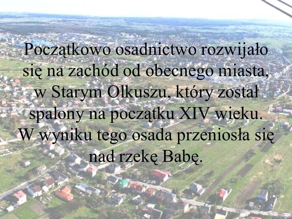 Początkowo osadnictwo rozwijało się na zachód od obecnego miasta, w Starym Olkuszu, który został spalony na początku XIV wieku.