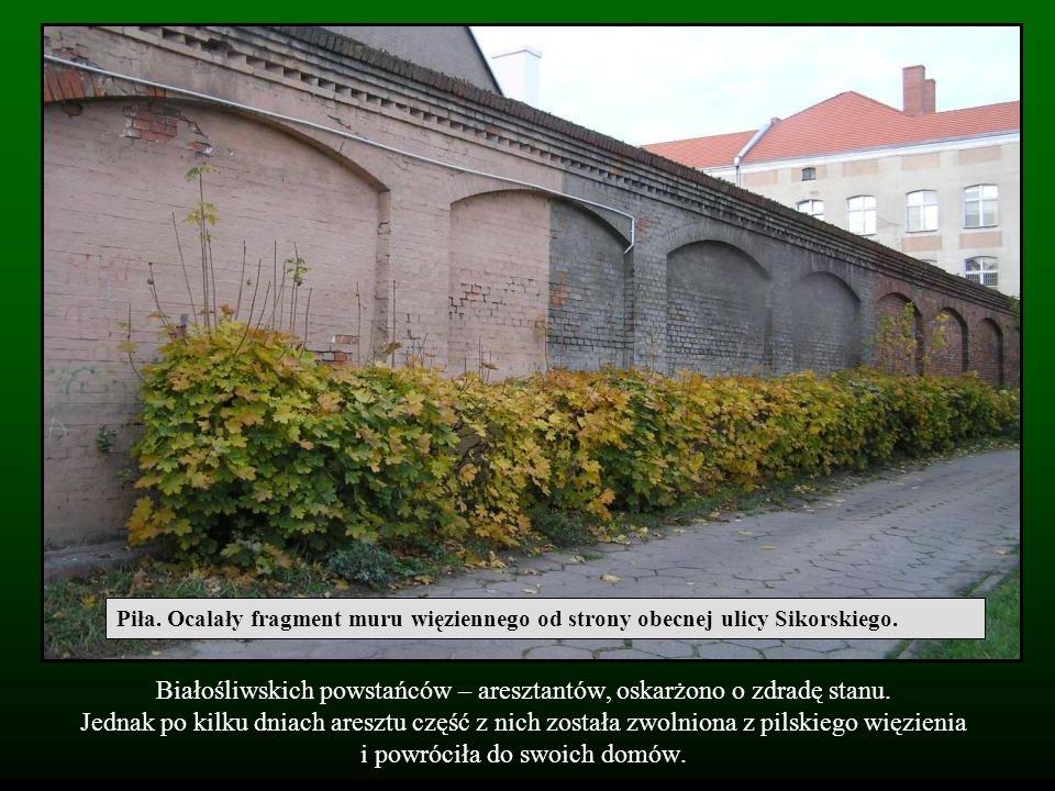 Piła. Ocalały fragment muru więziennego od strony obecnej ulicy Sikorskiego.