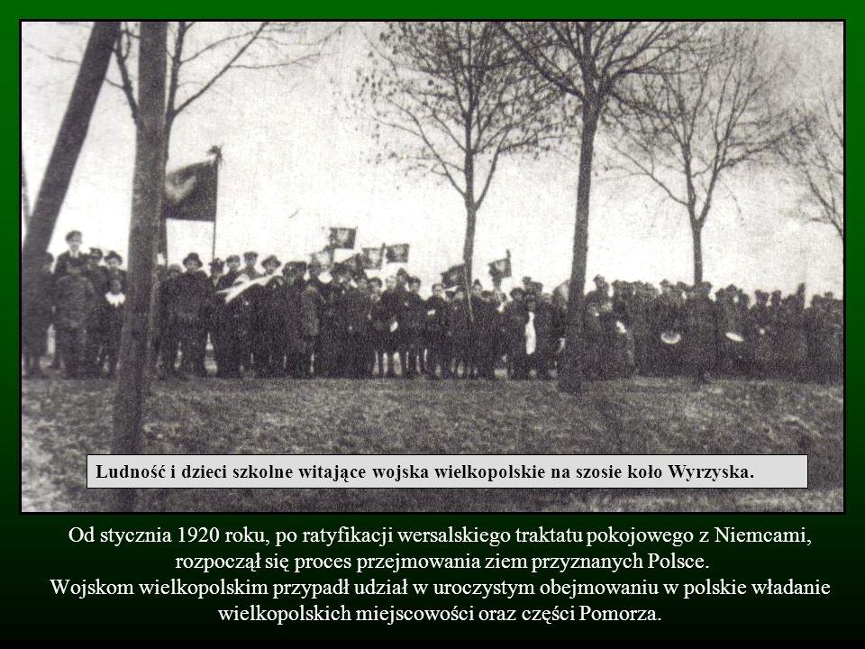 Ludność i dzieci szkolne witające wojska wielkopolskie na szosie koło Wyrzyska.