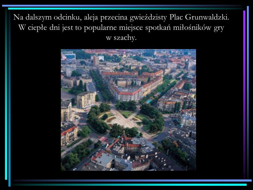 Na dalszym odcinku, aleja przecina gwieździsty Plac Grunwaldzki