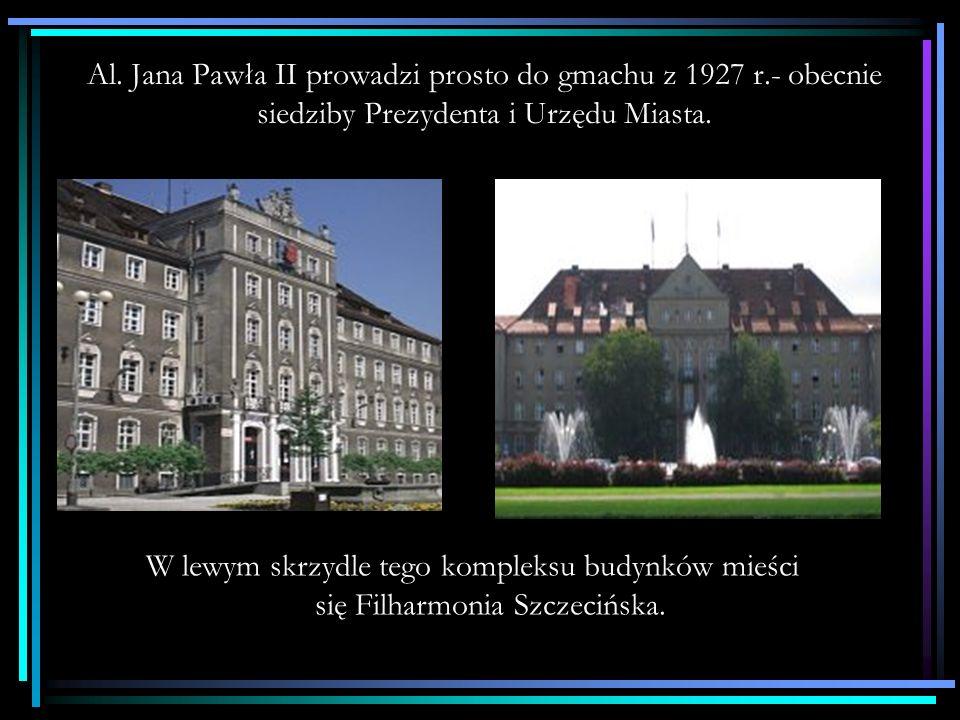 Al. Jana Pawła II prowadzi prosto do gmachu z 1927 r