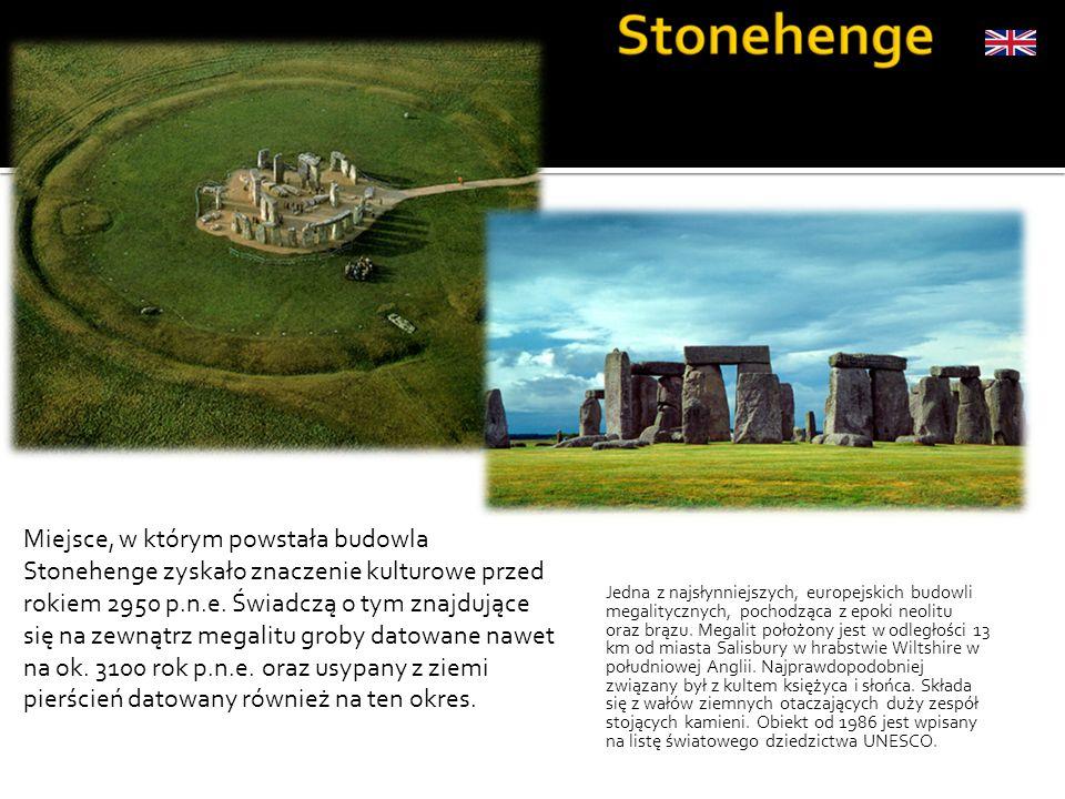 Miejsce, w którym powstała budowla Stonehenge zyskało znaczenie kulturowe przed rokiem 2950 p.n.e. Świadczą o tym znajdujące się na zewnątrz megalitu groby datowane nawet na ok. 3100 rok p.n.e. oraz usypany z ziemi pierścień datowany również na ten okres.