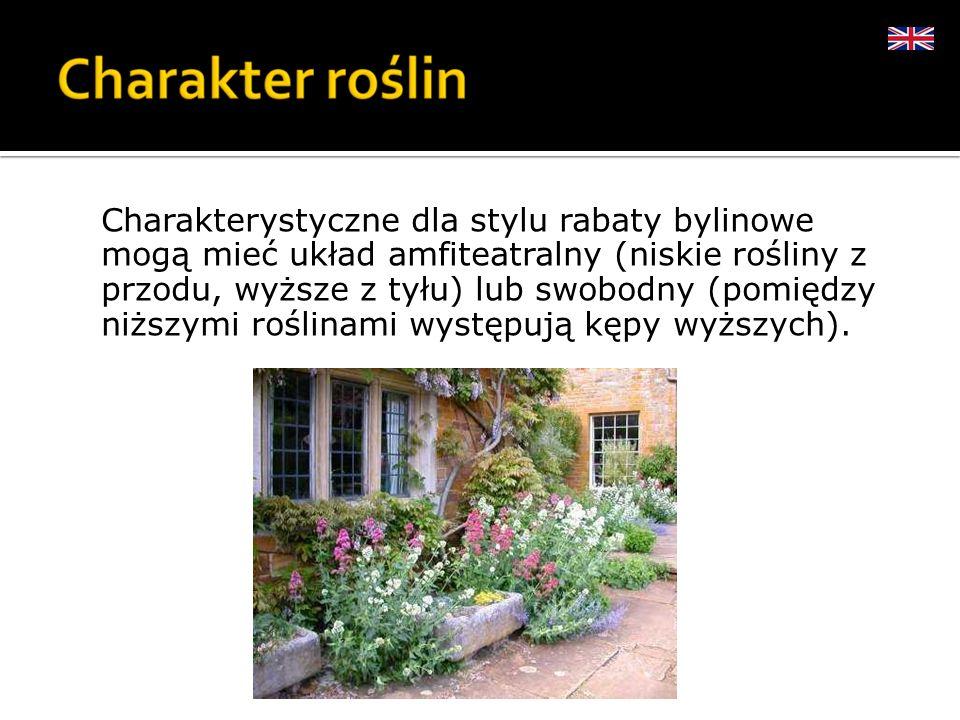 Charakterystyczne dla stylu rabaty bylinowe mogą mieć układ amfiteatralny (niskie rośliny z przodu, wyższe z tyłu) lub swobodny (pomiędzy niższymi roślinami występują kępy wyższych).