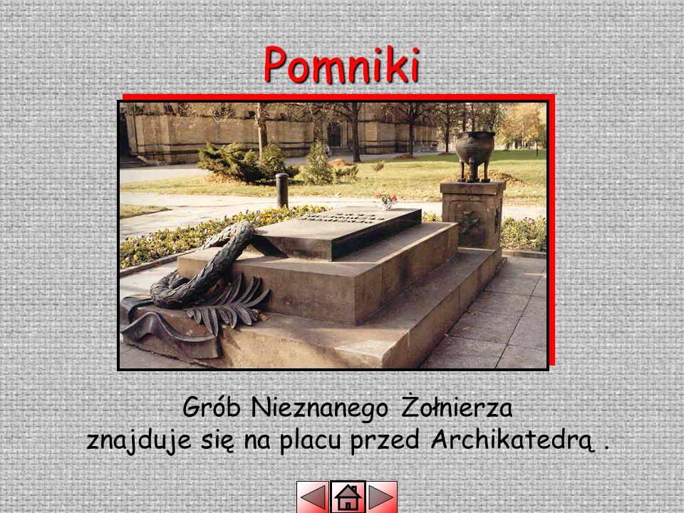 Grób Nieznanego Żołnierza znajduje się na placu przed Archikatedrą .