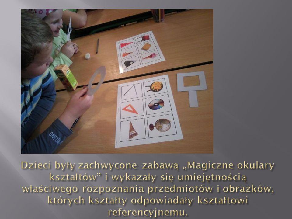 """Dzieci były zachwycone zabawą """"Magiczne okulary kształtów i wykazały się umiejętnością właściwego rozpoznania przedmiotów i obrazków, których kształty odpowiadały kształtowi referencyjnemu."""