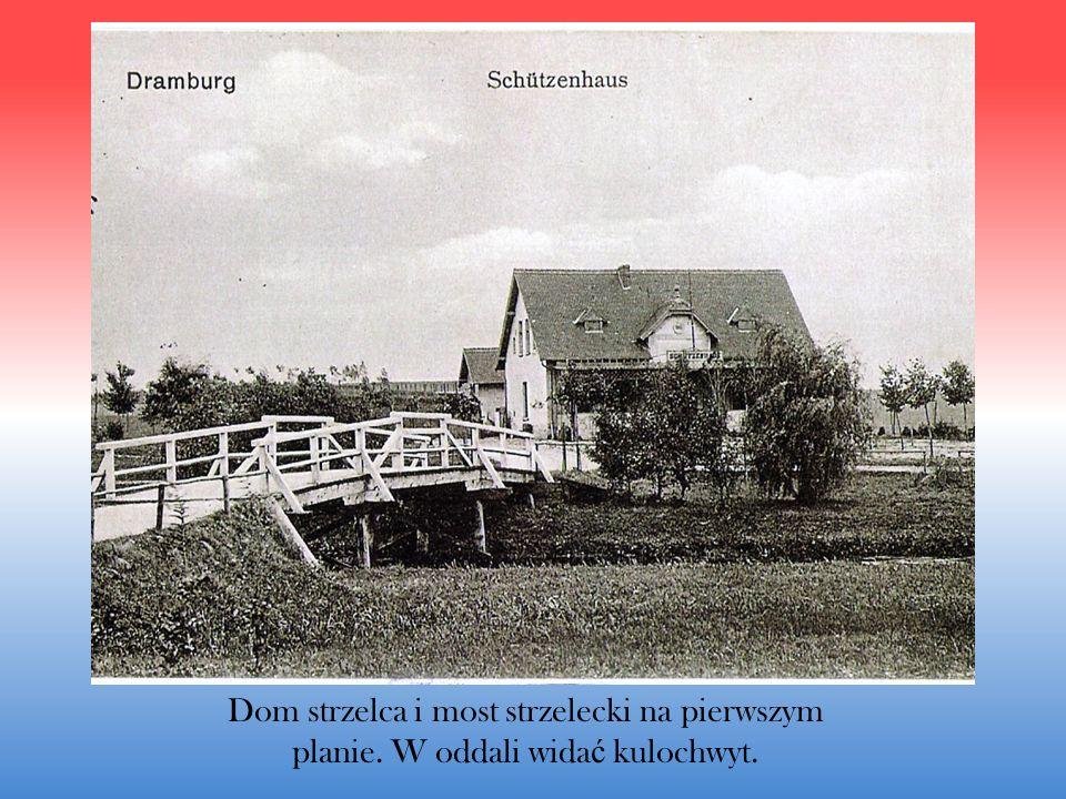 Dom strzelca i most strzelecki na pierwszym planie