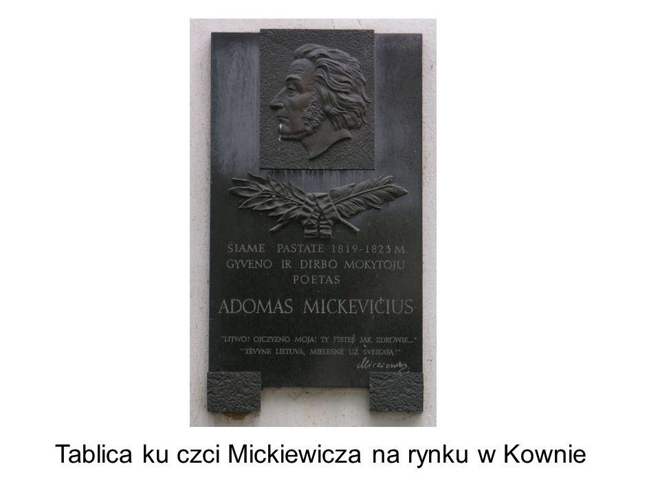 Tablica ku czci Mickiewicza na rynku w Kownie