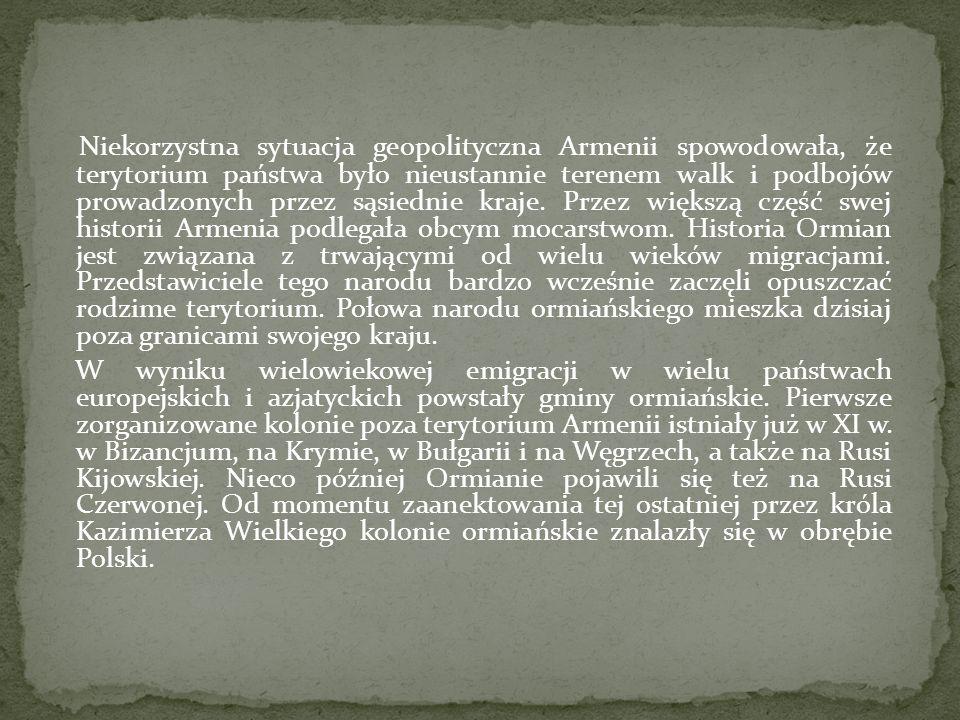 Niekorzystna sytuacja geopolityczna Armenii spowodowała, że terytorium państwa było nieustannie terenem walk i podbojów prowadzonych przez sąsiednie kraje. Przez większą część swej historii Armenia podlegała obcym mocarstwom. Historia Ormian jest związana z trwającymi od wielu wieków migracjami. Przedstawiciele tego narodu bardzo wcześnie zaczęli opuszczać rodzime terytorium. Połowa narodu ormiańskiego mieszka dzisiaj poza granicami swojego kraju.