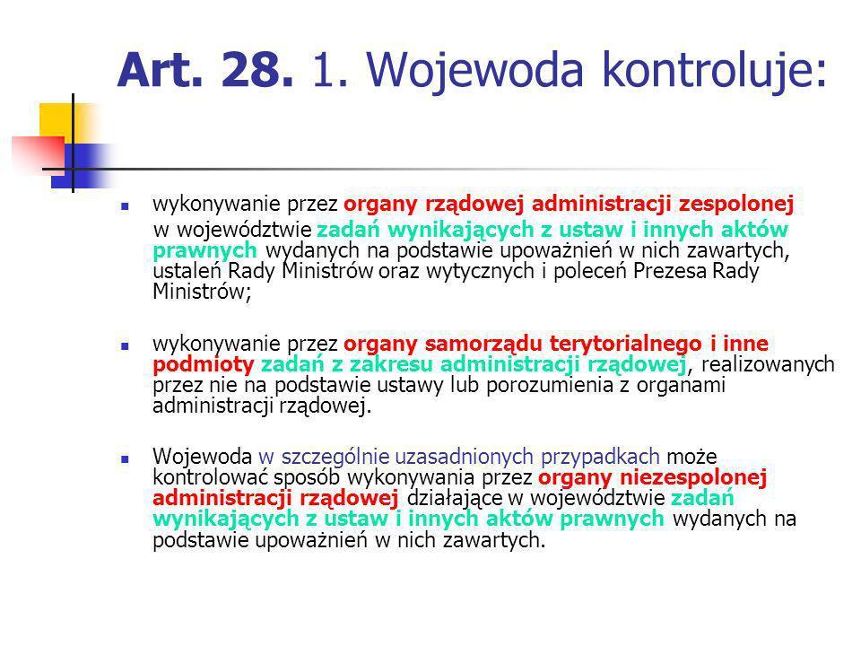 Art. 28. 1. Wojewoda kontroluje: