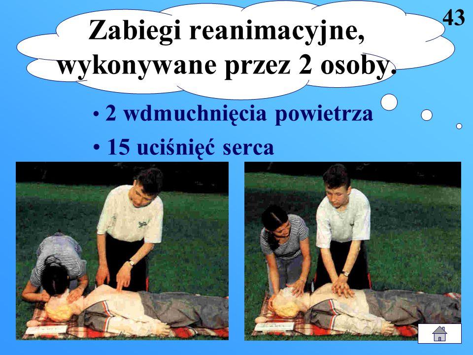 Zabiegi reanimacyjne, wykonywane przez 2 osoby.