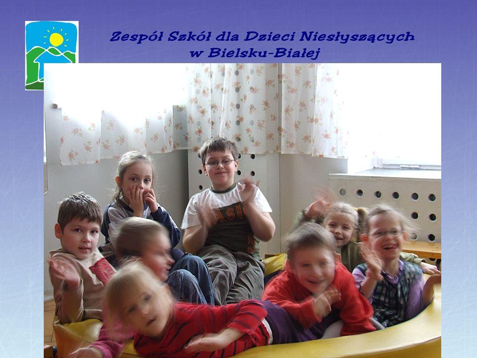 Przyjęty w naszej placówce model pracy z dziećmi niesłyszącymi, odpowiedni dobór metod i różnorodność form pracy pedagogicznej: