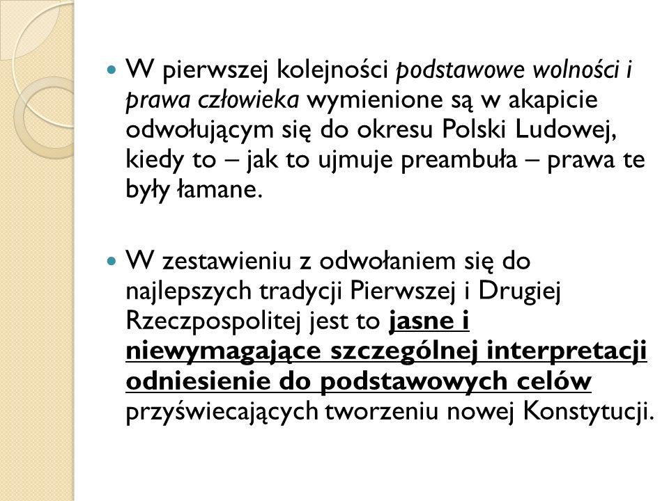 W pierwszej kolejności podstawowe wolności i prawa człowieka wymienione są w akapicie odwołującym się do okresu Polski Ludowej, kiedy to – jak to ujmuje preambuła – prawa te były łamane.