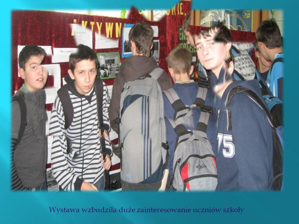 Wystawa wzbudziła duże zainteresowanie uczniów szkoły