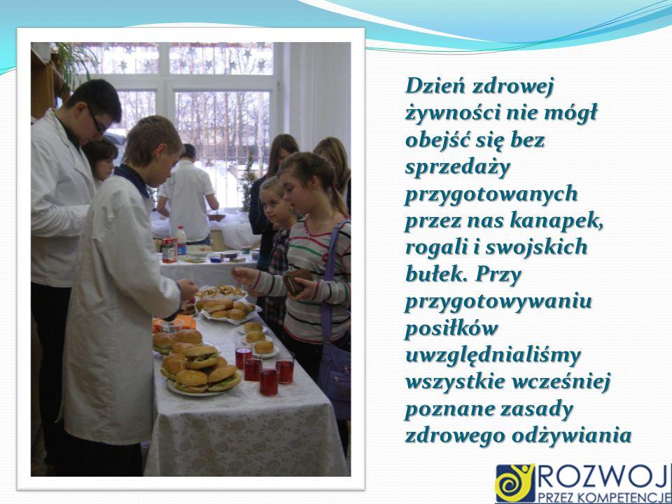 Dzień zdrowej żywności nie mógł obejść się bez sprzedaży przygotowanych przez nas kanapek, rogali i swojskich bułek.