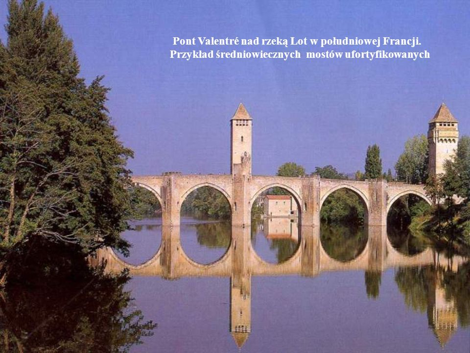 Pont Valentré nad rzeką Lot w południowej Francji.